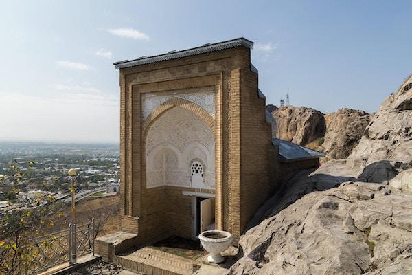 Fotografi av det hellige stedet kalt Salomons trone i Osh, Kirgisistan.