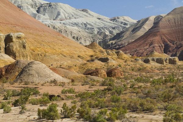 Aktau-fjellene i Kasakhstan også kjent som White Mountains.