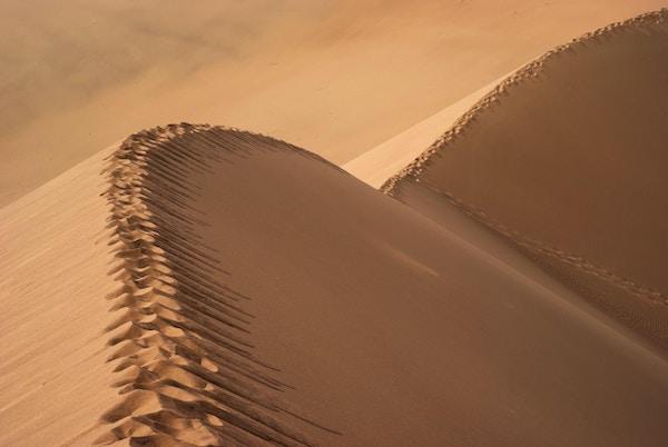 Sanddynene i Altyn Emel nasjonalpark i Kirgisistan.