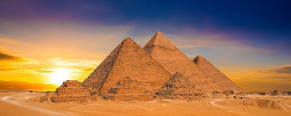 Store pyramider i Giza, Egypt, ved solnedgang