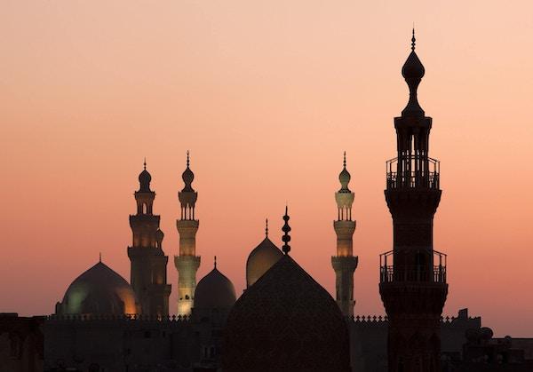 Solnedgang i Kairo med moskeens minareter