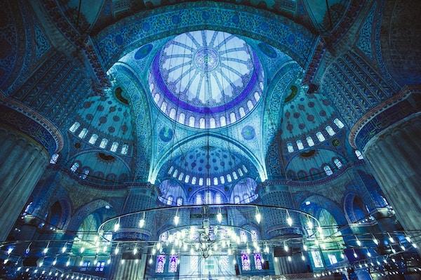 Interiøret i den blå moskeen, Istanbul. Tyrkia