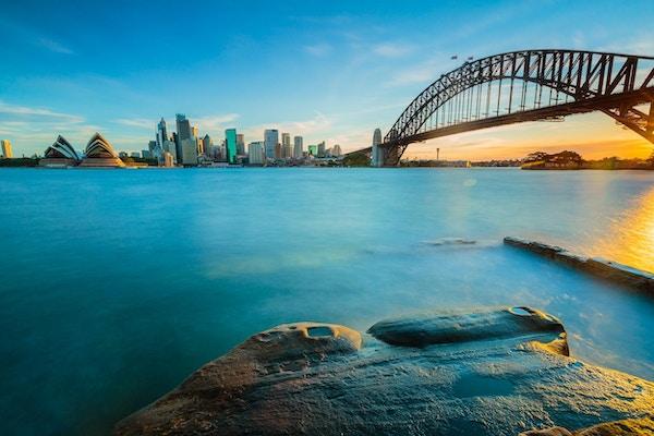 Bybildeutsikt over Sydney, Australia om kvelden.
