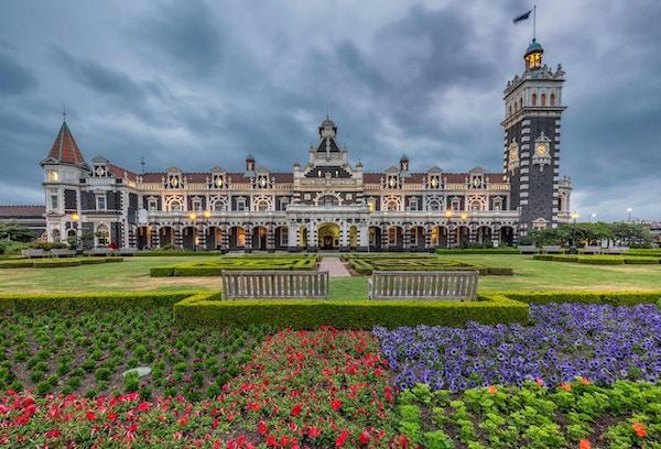 Nei, det er ikke et slott, det er jernbanestasjonen i Dunedin.