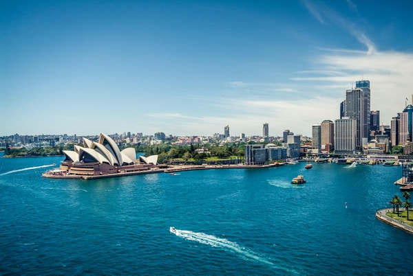 Operahuset i Sydney, sirkulær kai og fergeterminal, sett fra havnebroen.