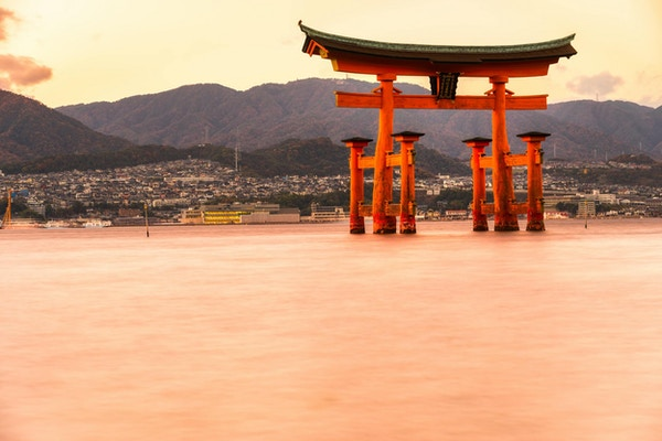 Miyajima, den berømte flytende Torii-porten, Japan.
