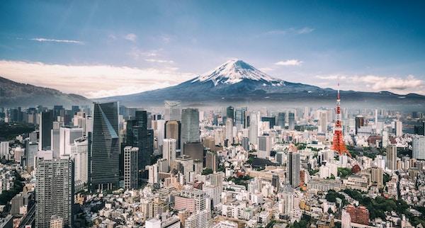 Utsikt over Mt. Fuji, Tokyo Tower og overfylte bygninger i Tokyo sentrum.