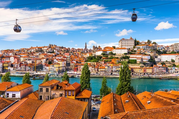 Gamlebyen i Porto ved elven Douro.