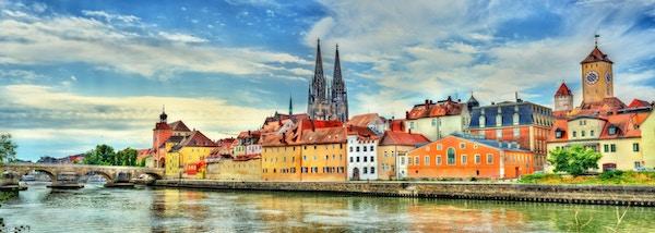 Utsikt mot Regensburg med Donauelven i Bayern, Tyskland