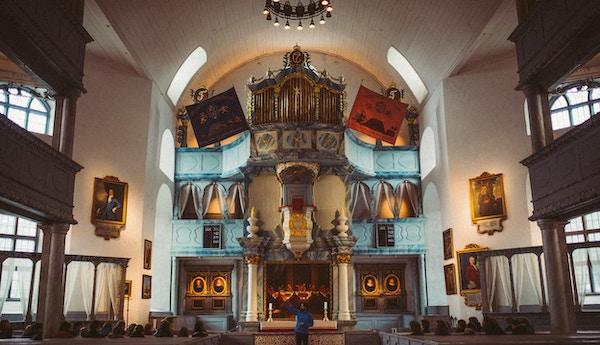 Alter og utsmykning inne i Røros kirke