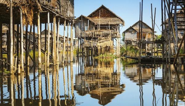 Trehus på stylter på Inle Lake, Myanmar