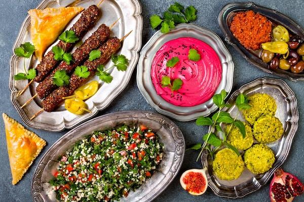 Midtøsten tradisjonell middag. Autentisk arabisk mat. Meze festmat. Topp utsikt, flatt legg, overhead