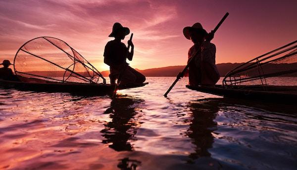 Ben-roende fiskere på Inle Lake er et viktig turistmål i Myanmar (Burma).