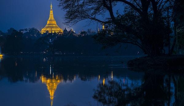 Shwedagon-pagode om natten, Yangon, Myanmar