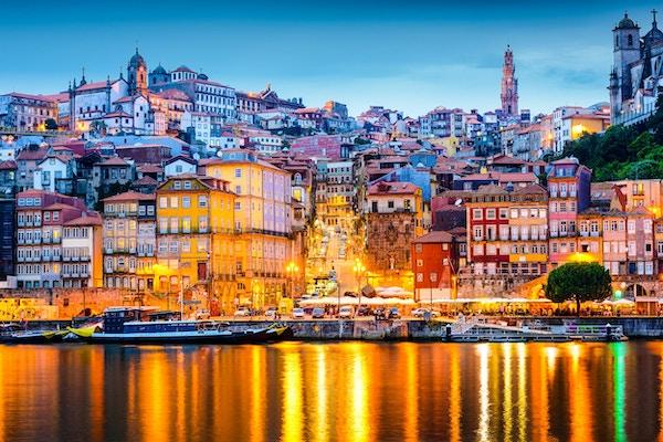 Porto, Portugal  utsyn mot gamlebyen fra motsatt side av Douroelven.