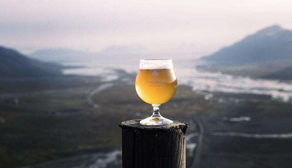 Ølglass med dugg fra Svalbard Bryggeri