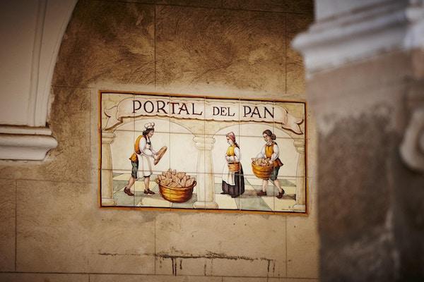 Keramiske fliser panel av brødproduksjon området i Trujillo by, Spania