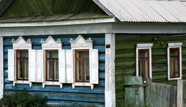 """Dekorative vinduer i Irkutsk, Russland."""