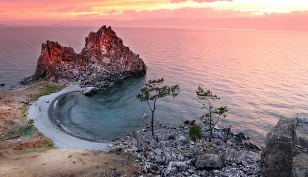 Solnedgang ved Shaman Rock, Bajkalsjøen, Russland