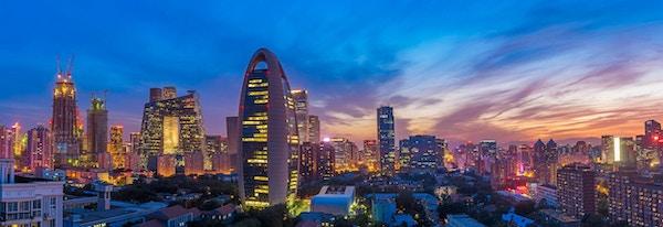 Luftfoto av Beijings skyline ved solnedgang