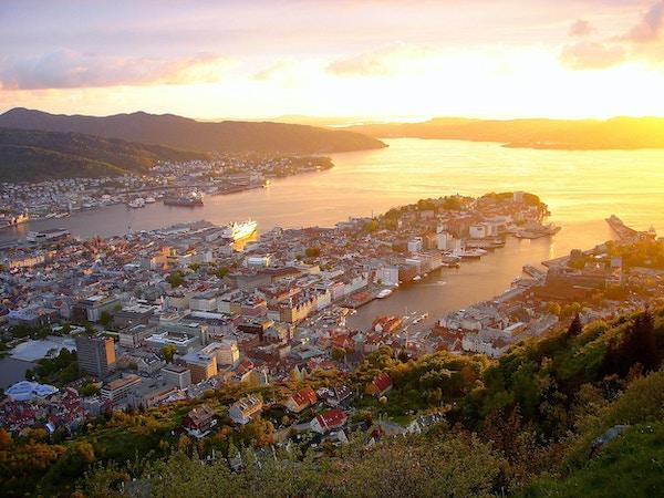 Du kan se min samling av bilder av det fantastiske Norge: fjell og fjorder (Oslo, Geiranger, Geiranger fjord, Ålesund, Bergen, mange fjorder, Jotunheimen, Jostedal, isbreer, Trollstigen, Aurland, soloppganger, solnedganger og mye annet !! ) i følgende lenke nedenfor: