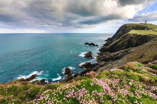 Klippe under overskyet himmel, Lerwick, Shetland, Skottland, Storbritannia