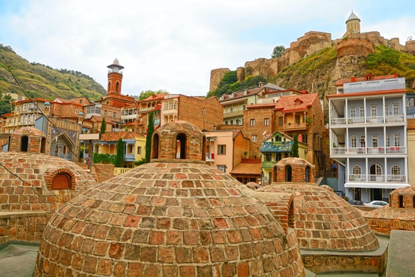 Gamlebyen i Tbilisi (Georgia) sett fra svovelbadene.
