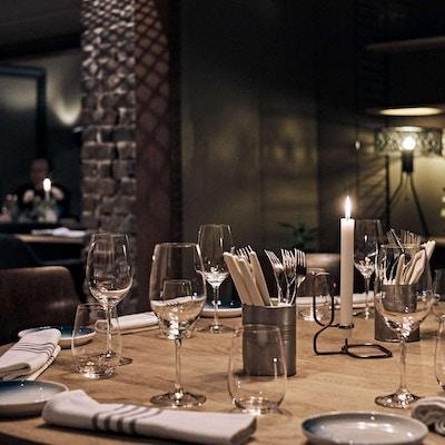 PÅdekket bord ved restaurant Colonialen.