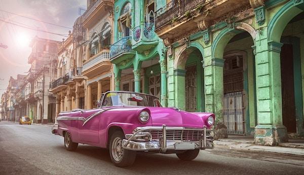 Rosa bil på Cuba