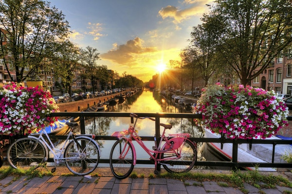 Vakre Amsterdam i solnedgang