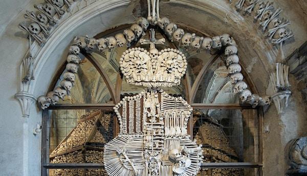 Schwarzenberg våpenskjold laget med bein i Sedlec ossuar (Kostnice), Kutna Hora, Tsjekkia