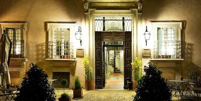 Fasaden til Hotel Antica Dimora alla Rocca i Trevia, Italia.