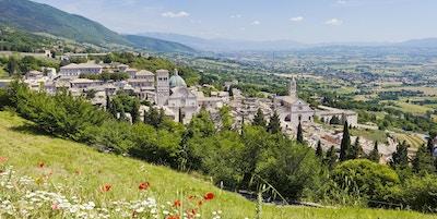 Vakker panoramautsikt over Assisi