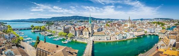 Zürich ligger vakkert til, ved elven Limmats bredder