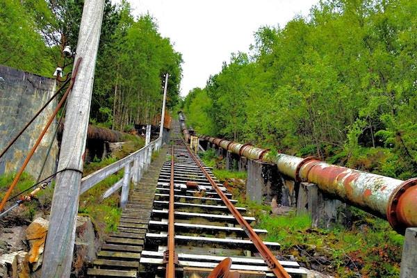 Flørlitrappen er kjent for sine 4444 trinn rett opp på fjellet.