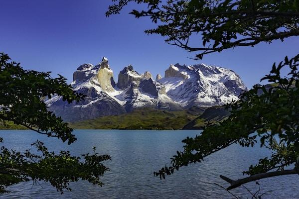 Torres Del Paine nasjonalpark er en nasjonalpark som omfatter fjell, isbreer, innsjøer og elver i det sørlige chilenske Patagonia.