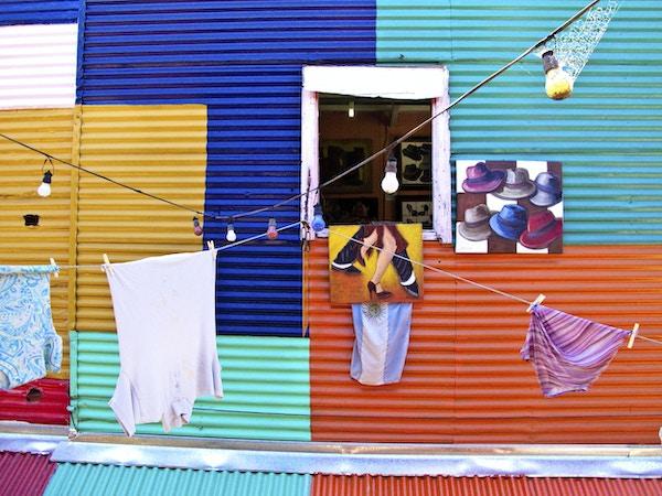 Fargerike fasader i nabolaget La Boca, Buenos Aires