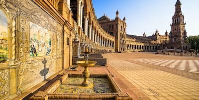 Spanskeplassen i Sevilla ved solnedgang, Andalusia, Spania.