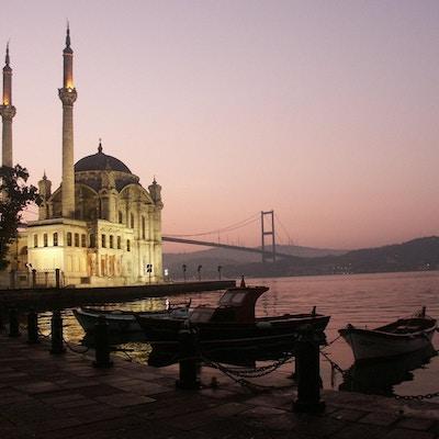 Buyuk Mecidiye-moskeen. Bosporos-stredet