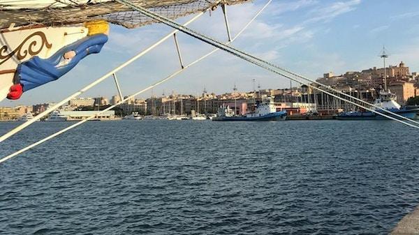 Utsikt fra Christian Radich inn mot Cagliari