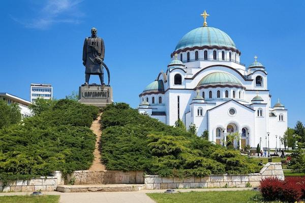 Monument til minne om Karageorge Petrovitch foran katedralen i Saint Sava i Beograd