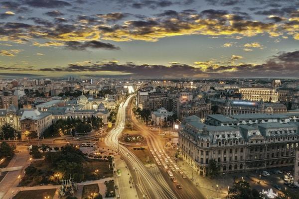 Trafikklys i sentrum av hovedstaden Romania, Bucuresti.
