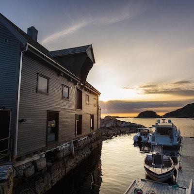 Brygge,båt, hus