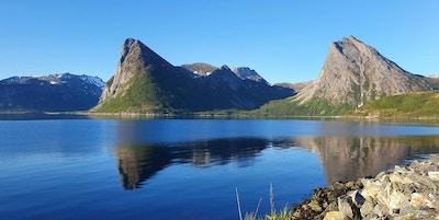 Fjord og fjell på Senja.