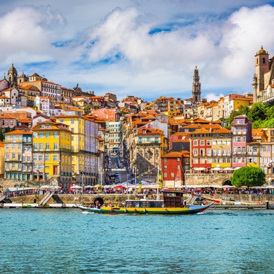 Porto, Portugal gamlebyens skyline fra over Douro-elven.