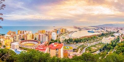 Malaga, Spania, er en av de mest dynamiske byene i Sør-Europa. Det er en moderne by med museer, restauranter, underholdning og strender.