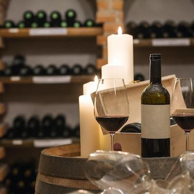 Vingårdsbesøk med vinsmaking.