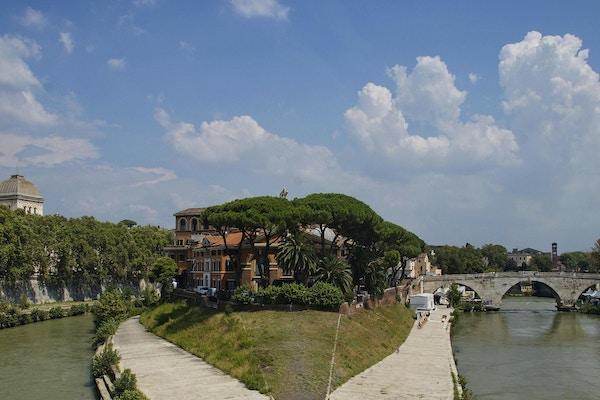 Bilde av Fate Bene Fratelli Hospital, Pons Cestius og elven Tiber, utsikt fra Ponte Garibaldi -broen, Roma, Italia