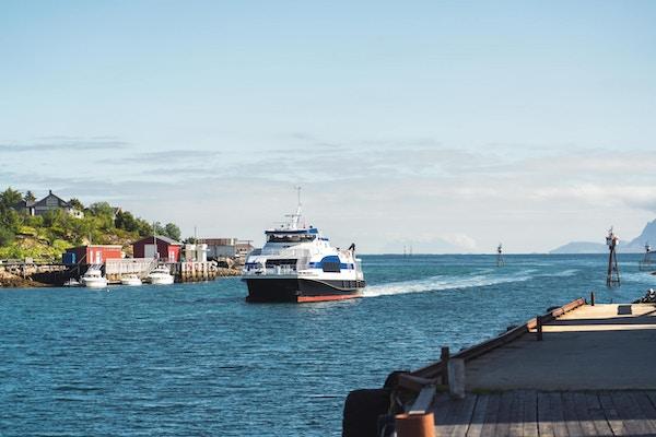 Hurtigbåt på vei inn mot Støtt Brygge.