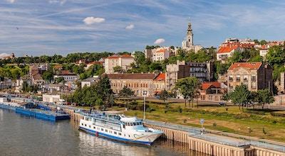 Utsikt over Beograd gamle del av byen og elvehavnen